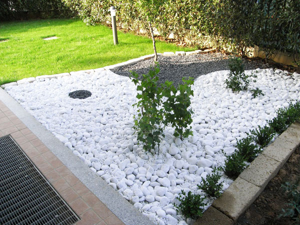 Sassi da giardino gratis idee per la casa for Aiuole giardino con sassi